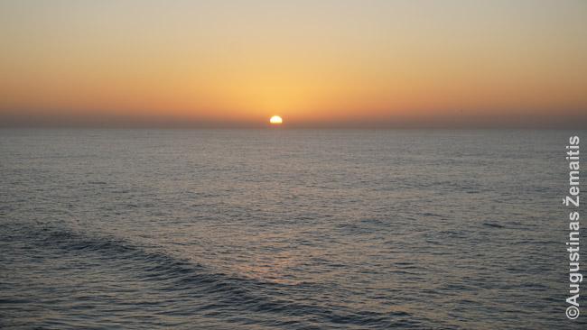 Kai visa šalies pakrantė vakaruose ir dažniausiai giedra - labai gražūs saulėlydžiai į vandenyną