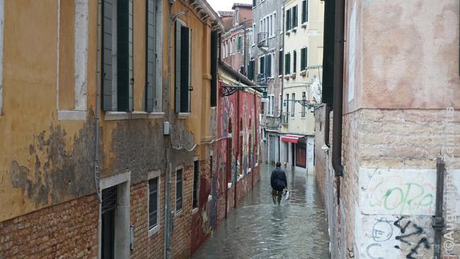 Viena žemesnių Venecijos pėsčiųjų gatvelių