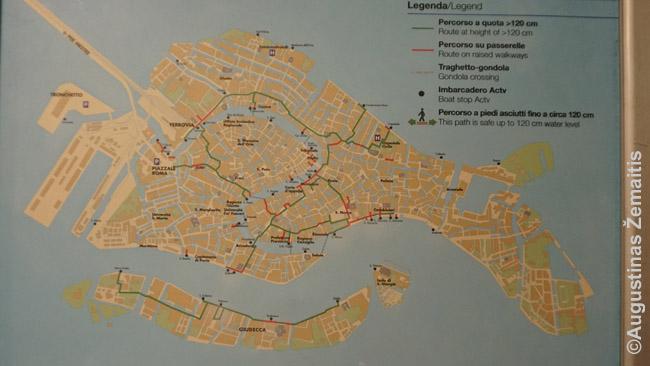 Tokie Venecijos žemėlapiai vaporetto stotelėse rodo, kurios gatvės prie kokio potvynio apsemiamos