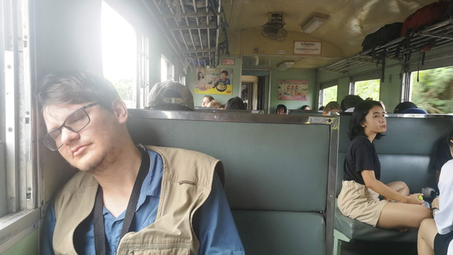 Poilsio akimirka Tailando traukinyje