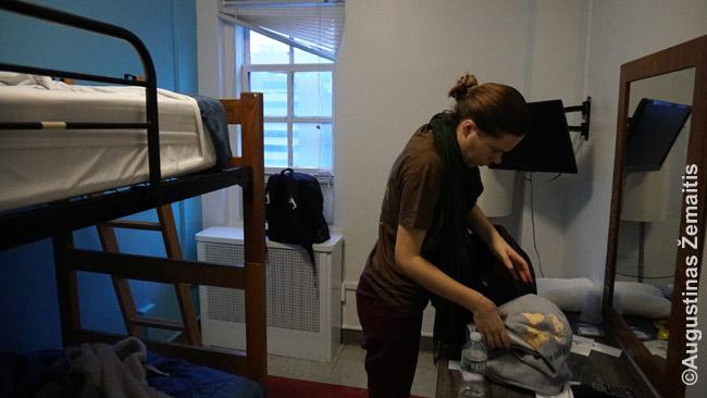 Hostelis Niujorke. Hosteliai siūlo įvairius kambarius - nuo bendrabučių iki tokių ankštų dviveičių kambarių iki visai nemažų dviviečių kambarių