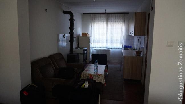 Nedideliame Banja Lukos (Bosnija) viešbutyje teko nakvoti virtuvėje. Įvertinimai buvo geri. Įsivaizduoju, galbūt savininkas netyčia išnuomavo geresnius kambarius ir mums liko tik toks
