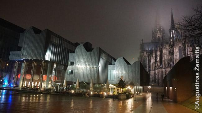Moderni Kelno filharmonija greta katedros - dar vienas gražesnių naujų pastatų. Bet tikra architektūrinė nesėkmė: kadangi salė po žeme, reikia samdyti darbininkus, kad vykstant koncertams, uždarytų aikštę, nes antraip salėje girdisi aukštakulniai ir riedutininkai