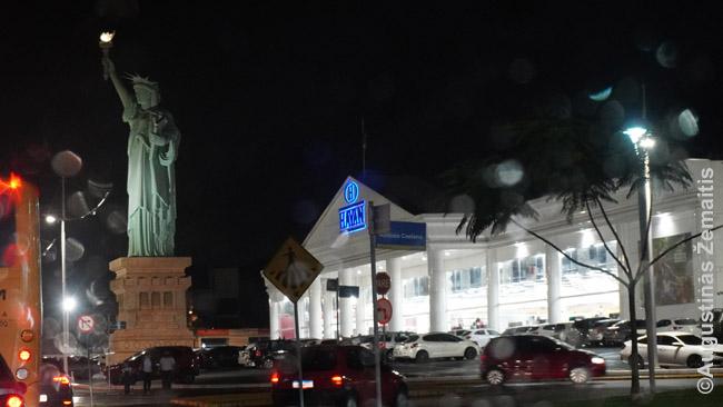 Havan parduotuvė su Laisvės statula