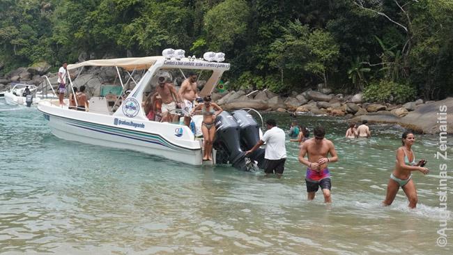 Daugybė atokių valstijos kurortų pasiekiama tik laivais, iš kurių reikia išbristi į paplūdimį