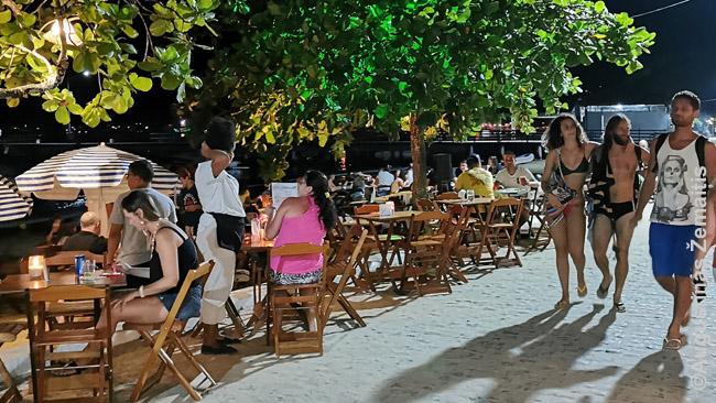 Barai su gyva muzika, dažnai ant paplūdimio smėlio - būtinas Brazilijos kurortų atributas