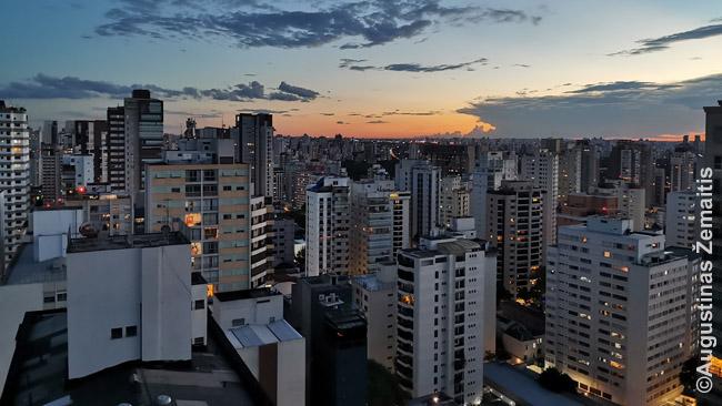 Tipinis San Paulo vaizdas. Išskyrus butą miesto centre, iš visų kitų butų, kuriuose gyvenau ar svečiavausi San Paule (jų apie 10), vaizdas buvo beveik vienodas - net nepasakysi, kuris rajonas